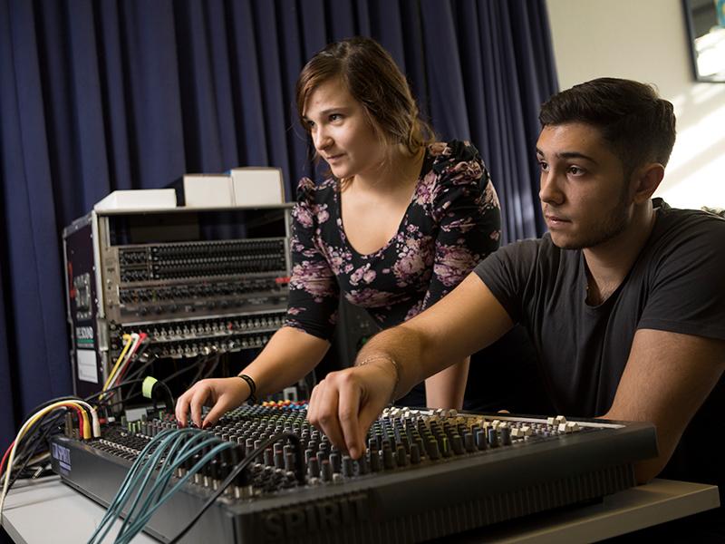 Tonstudio der AUCOTEAM-Berufsfachschule